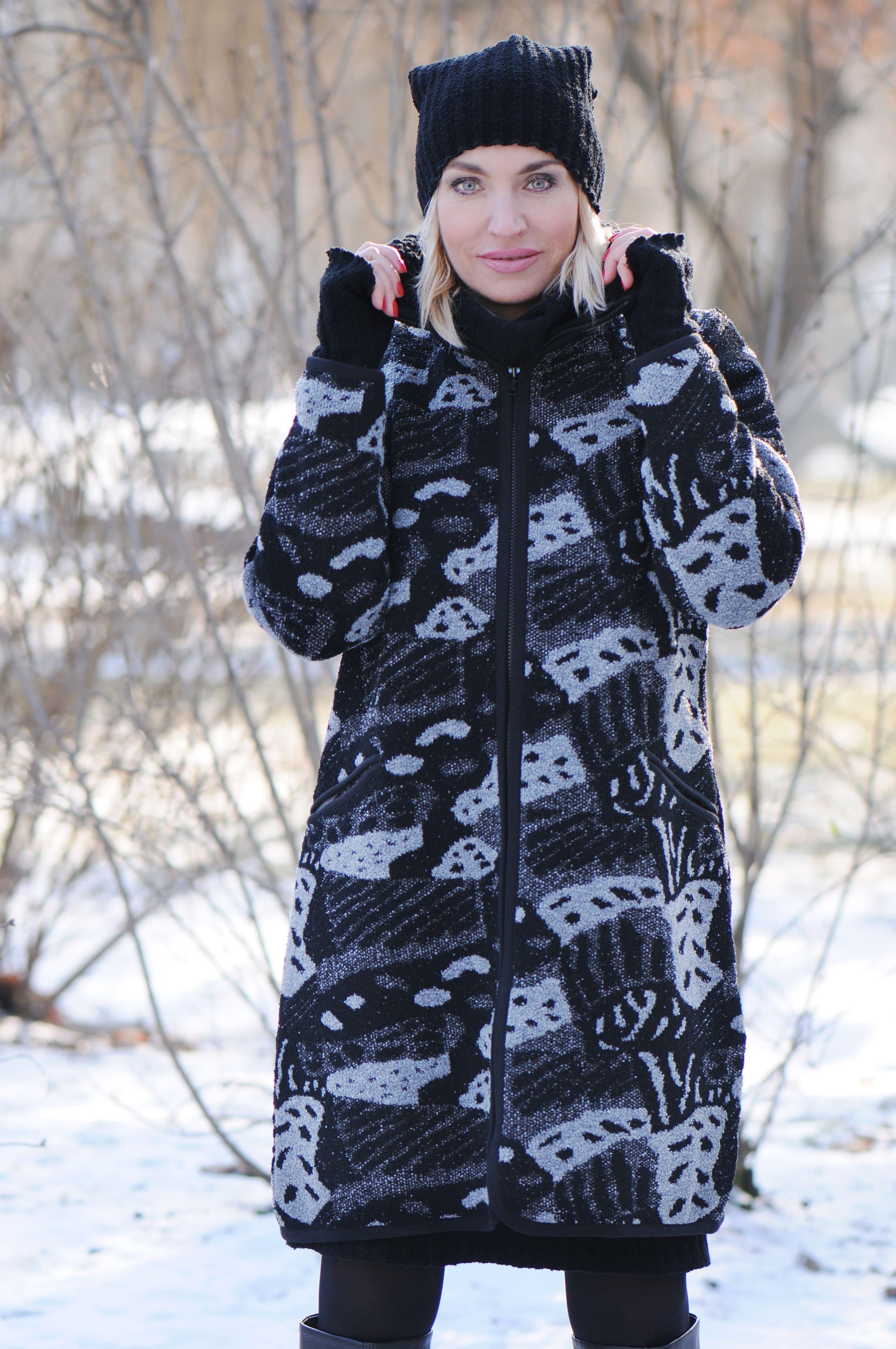 beec4edde Kabáty z tohoto materiálu jsou velmi teplé, ale současně lehké. Mají nízkou  navlhavost, tedy nevadí nějaká ta podzimní plískanice.